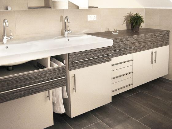 badezimmer klein raum und m beldesign inspiration. Black Bedroom Furniture Sets. Home Design Ideas